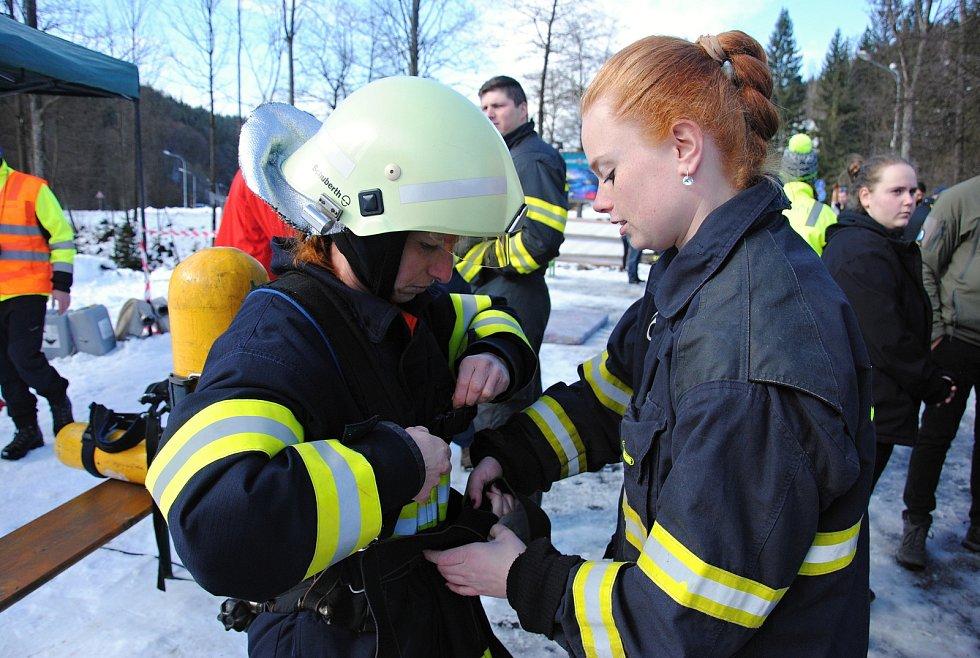 Závod Zimní železný hasič pod sjezdovkou Razula ve Velkých Karlovicích; neděle 1. března 2020