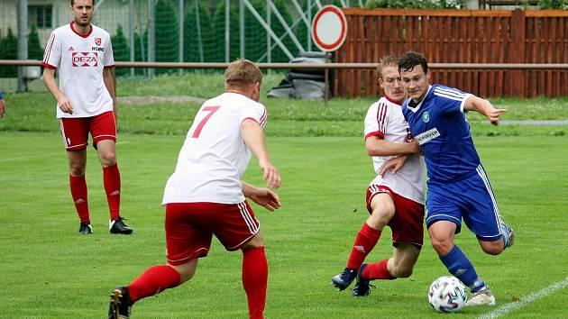 Fotbalisté Valašského Meziříčí (v bílém) Ilustrační foto
