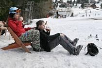 Naposledy zalyžovat si návštěvníci Kasáren mohli minulou neděli (5.4.09). Běžkařům hřeben Javorníků nabízí stále sněhu dost