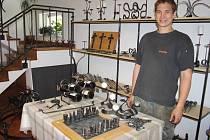 Umělecký kovář a desidner Aleš Grygara z Janové má smělé plány do budoucna.