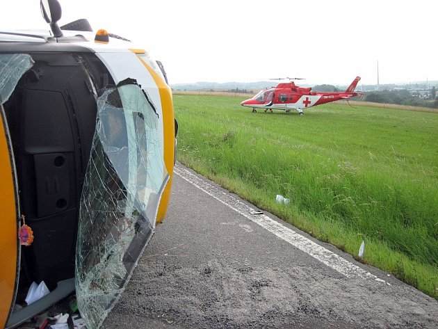 Při vážné nehodě osobního vozu a dodávky v meziříčské části Krásno nad Bečvou se ve středu 1. srpna 2018 zranilo devět lidí včetně dvou dětí.