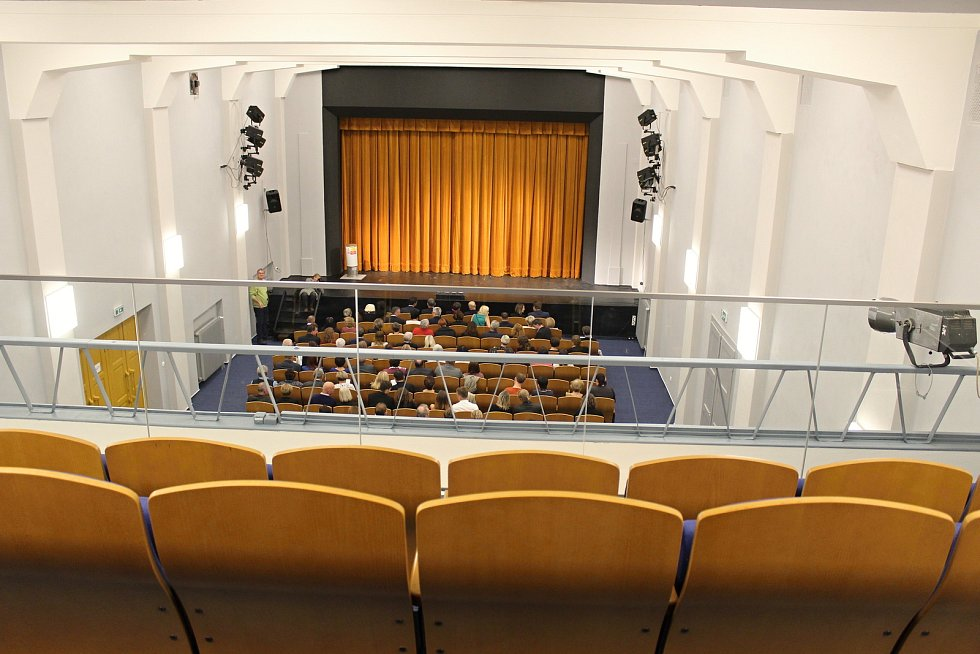 Po rozsáhlé opravě celé budovy se v úterý 2.10. 2018 slavnostně otevíral sál Divadla v Lidovém domě.
