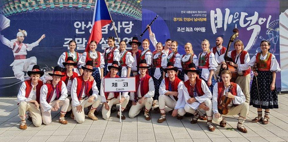 Folklorní spolek Jasénka navštívil na přelomu září a října Mezinárodní folklorní festival Anseong Namsadang Baudeogi ve městě Anseong v Jižní Koreji.