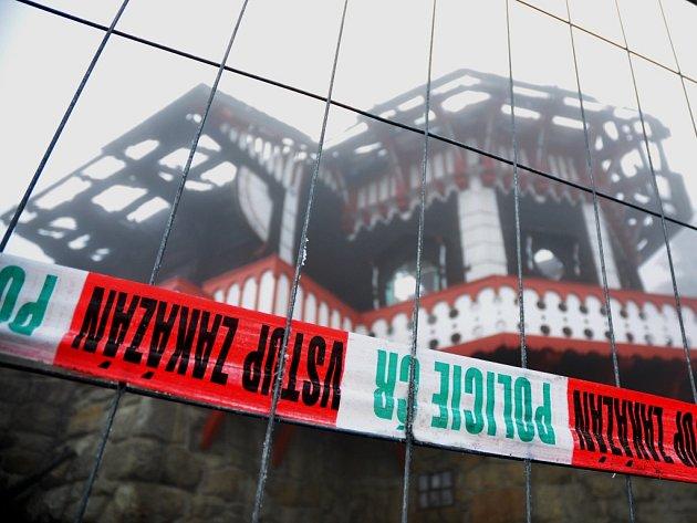 Libušín po ničivém požáru. Ilustrační foto.