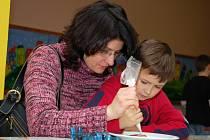 V základní škole v Jablůnce uspořádali v úterý 16.12. druhý ročník takzvaného Vánočního tvořeníčka. Děti, společně s rodiči a pedagogy, vyráběly různé vánoční ozdoby