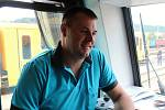 Společnost Arriva zavítala v pátek 12. července na Vsetín, aby budoucím cestujícím představila své soupravy. Strojvedoucí Tomáš Hříbek dělá tuto práci 16 let.