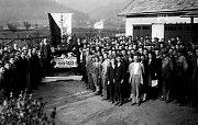 V září roku 1919 ve Vsackých novinách oznamuje Josef Sousedík, pozdější vsetínský vynálezce, podnikatel, starosta, odbojář a vlastenec, otevření elektrotechnického a strojního závodu ve Vsetíně, který do roku 1929 vybudoval v prosperující továrnu. V roce