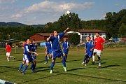 Fotbalisté Hrachovce (červené dresy) v prvním kole 1. B třídy doma porazili Horní Lideč.