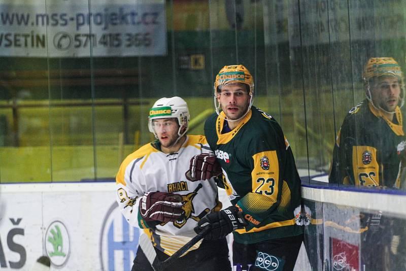 Hokejový útočník Vsetína Luboš (napravo) se do klubu vrátil po dvou letech. Na začátku nové sezony Chance ligy se mu zatím daří na výbornou.