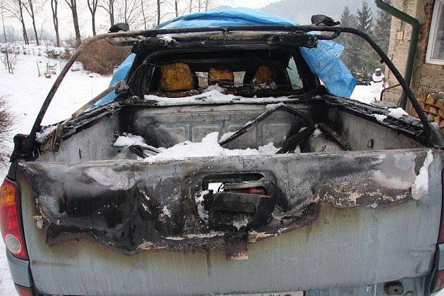 Požár osobního auta ve Valašském Meziříčí.
