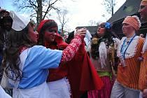 Masopustní veselí ve Valašském muzeu v přírodě v Rožnově pod Radhoštěm s tradičními obchůzkami masopustních masek zpestřené už tradičně soutěžemi o nejlepší valašskou tlačenku a klobásu.