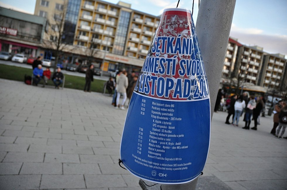 Plakát informující o setkání na vsetínském náměstí Svobodu u příležitosti 30. výročí sametové revoluce; neděle 17. listopadu 2019
