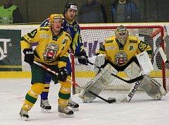 Hokejisté Vsetína (žluté dresy). Ilustrační foto