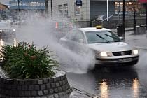 Likvidace následků pondělního přívalového deště v suterénu hotelu Vsacan ve Vsetíně, pondělí 28. července 2014