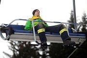 Hasičské cvičení záchrana lidí z lanovky v lyžařském středisku Kohútka.