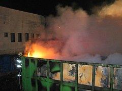 Požár lisovny odpadu ve Valmezu