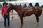 Devětatřicetiletý westernový jezdec Ondřej Pavlíček z Podlesí u Valašského Meziříčí na srpnovém mistrovství světa v disciplíně Barrel Race ve městě Čing-tao na jihovýchodě Číny s koněm, kterého si do závodu na místě vylosoval.