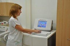 Oddělení patologické anatomie Vsetínské nemocnice získalo nový moderní tkáňový procesor. Jeho pořízení vyšlo na více než 1,5 milionu korun.