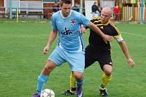 V zápase krajského přeboru fotbalisté Kateřinic (černé dresy) porazili 1.  Valašský FC 2:0.