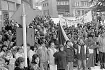 Demonstrace v Rožnově pod Radhoštěm v roce 1989.