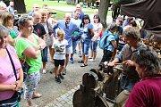 Na jednadvacátý ročník mezinárodního setkání neprofesionálních řezbářů s názvem Hejův nožík se v sobotu 7. července 2018 sjelo do rožnovského skanzenu pětadvacet umělců.