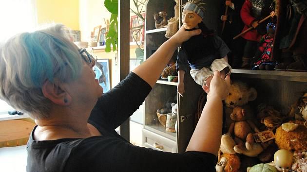 Panelákový byt Jany Masaříkové ve Valašském Meziříčí je rájem hraček; prosinec 2019