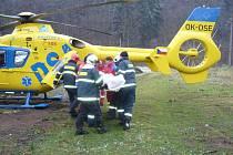 Dělník, který se zranil na pile, svému zranění podlehl.