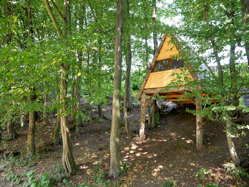 Kempy ve Zlínském kraji se v roce 2021 těší oblibě turistů. Na snímku Camping Rožnov pod Radhoštěm, lesostan.