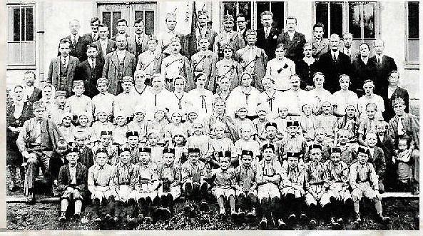 Tělovýchovný spolek Orel, tělovýchovný spolek Sokola a Dělnický tělovýchovný spolek daly vzniknout mimo jiné i házené v Zubří, která se hrála už v roce 1926. Nejprve se hrála živelně, kdy jednotlivé oddíly měřily síly