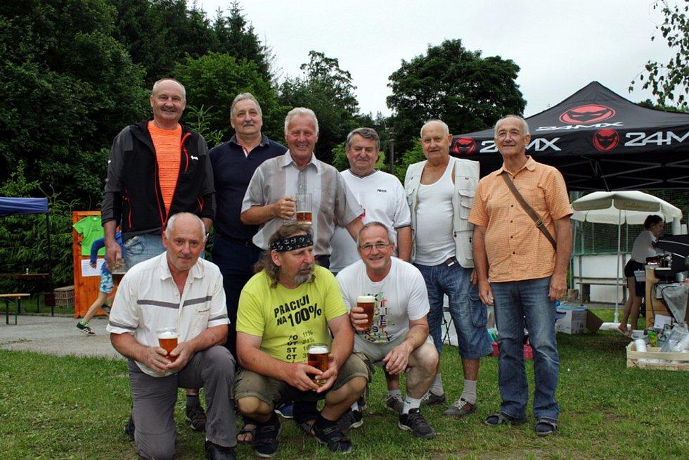 Stoleté výročí TJ Sokol Bystřička oslavili 8. června 2019 na hřišti U Lukášů. Nechyběli ani zasloužilí členové jednoty.