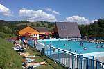 Podstatně teplejší voda čeká návštěvníky koupaliště ve Valašské Senici.