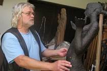 Akademický sochař Pavel Drda se připravuje na výstavu v galerii Zvonice na Soláni, která začne 28. 6. 2008