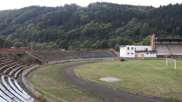 Na Ohradě má vzniknout nový hypermarket Tesco. Nahradit by měl současné ochozy a fotbalové hřiště atletického stadionu.