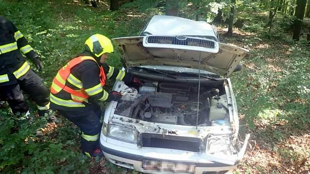 Osobní vůz Škoda Felicia havaroval v sobotu 21. srpna 2021 u Štítné nad Vláří.