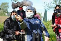 Za omezeného počtu účastníků v rouškách a s dalekohledy okolo krku proběhlo ve čtvrtek 7. května 2020 poblíž Valašského ekocentra ve Valašském Meziříčí tradiční jarní Vítání ptačího zpěvu.