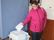 Obyvatelé Zubří o volebním víkendu hlasují hned dvakrát. Kromě parlamentních voleb svými hlasy rozhodují také v místním referendu, které podpoří, nebo naopak zastaví výstavbu multifunkčního areálu.
