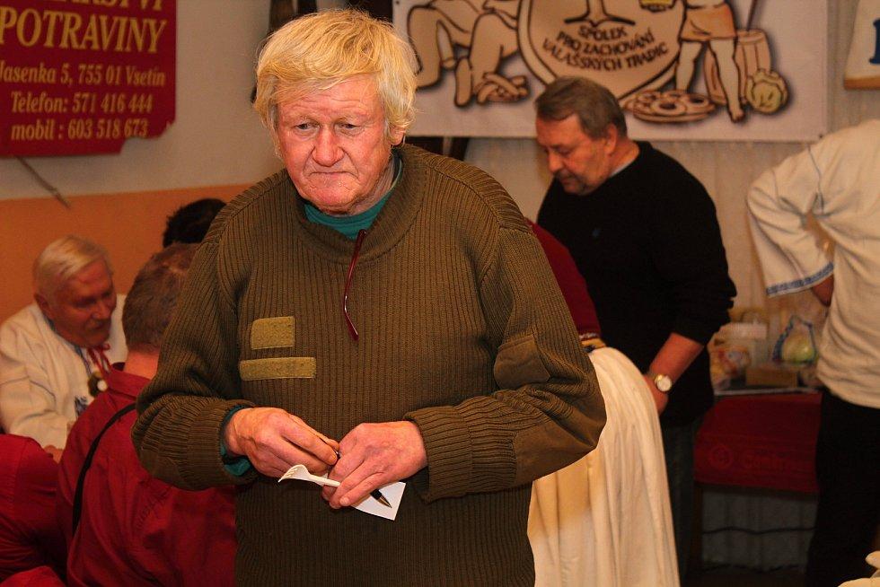 Členové Spolku pro zachování valašských tradic uspořádali 1. února 2020 na Jasence na Moštárně devatenáctý ročník soutěže O najlepší hňápané zelé. Druhé místo získal Jiří Novosad.