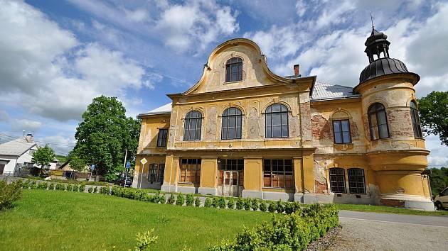 Stavbu braneckého zámku zahájil na počátku 18. století držitel braneckého léna rytíř František Erasmus Lockner.