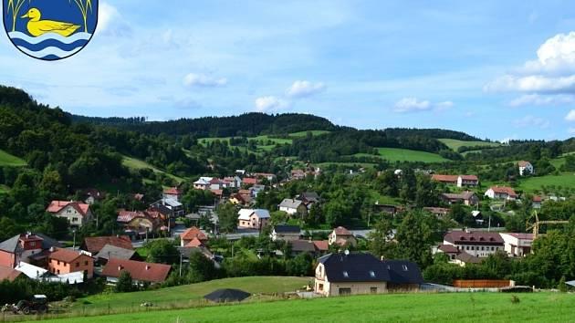 Prlov v neděli 4. srpna získal Oranžovou stuhu za spolupráci obce a zemědělského subjektu. Starosta Prlova přijal ocenění za druhé místo v soutěži Vesnice roku Zlínského kraje 2013.