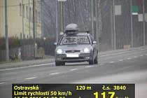 Čtyřiadvacetiletý řidič se v úterý hnal Rožnovem rychlostí 117 kilometrů v hodině