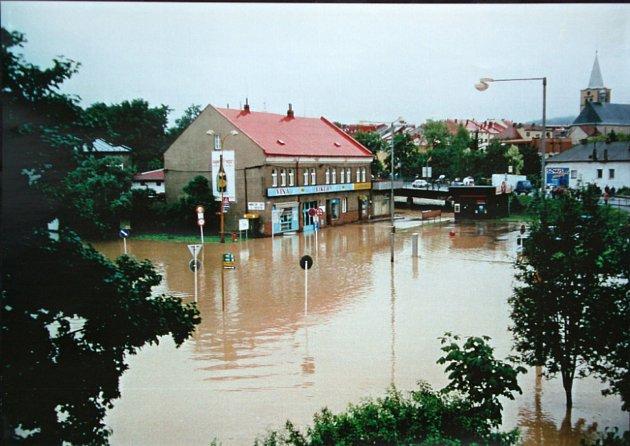 Zaplavené autobusové nádraží ve Valašském Meziříčí.