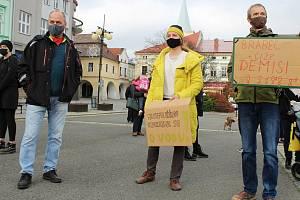 Shromáždění k připomenutí dvou měsíců od otravy řeky Bečvy kyanidem. Valašské Meziříčí 17. listopadu 2020.