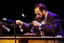 Přední maďarský cimbalista Jeno Lisztes vystoupí na 13. ročníku Mezinárodní festivalu Cimbálu ve Valašském Meziříčí ve čtvrtek 23. května 2019 ve 20 hodin v sále Kulturního zařízení města.