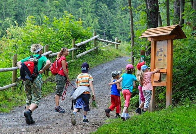 Kulíškova naučná stezka přibližující zajímavosti přírody Beskyd začíná přímo unového Kulíškova dětského parku vResortu Valachy ve Velkých Karlovicích.