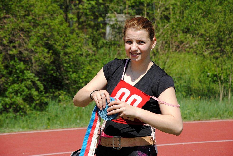Hasička Adéla Kotrlová z Velké Lhoty v sobotu 11. května 2019 na okrskové soutěži soutěži v požárním sportu v Hrachovci u Valašského Meziříčí.
