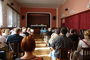V úterý 29. srpna 2017 se v Kulturním domě v Lešné konalo veřejné projednávání záměru firmy Hajdík postavit výrobní závod v Lešné několik desítek metrů od obytné zóny.