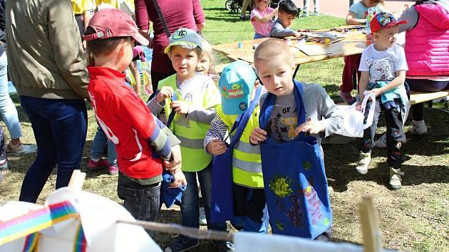 Děti všech věkových kategorií se 25. dubna 2019 bavily na 29. ročníku Dne Země v režii Alceda Vsetín