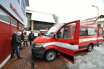 Dobrovolní hasiči ze Zděchova převzali v pátek 19. února 2021 nový osmimístný dopravní automobil Volkswagen Crafter.