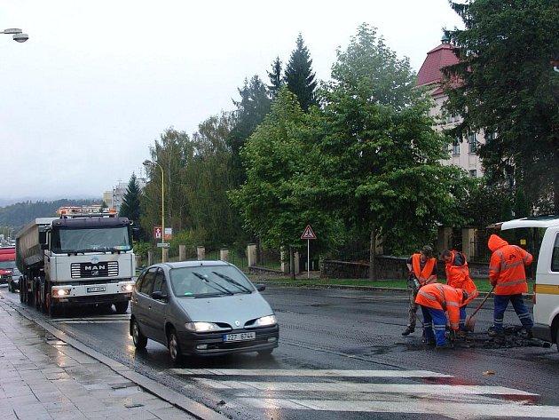 Ve Valašském Meziříčí opravují silnici