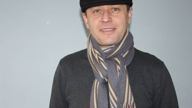 Vsetínský divadelní režisér má za sebou desítky divadelních adaptací. Z poslední doby patří mezi divácky nejúspěšnější Světáci, Limonádový Joe a Manželský poker.